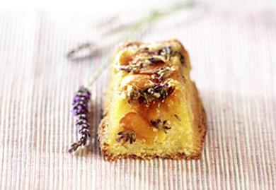 Mini-cakes aux abricots de nos régions et à la lavande