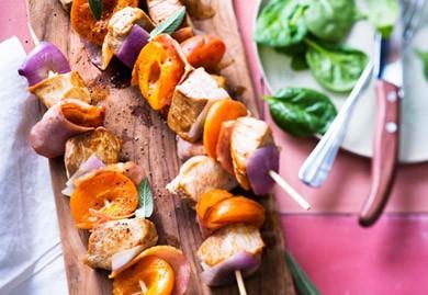 Brochettes de veau aux abricots lardés